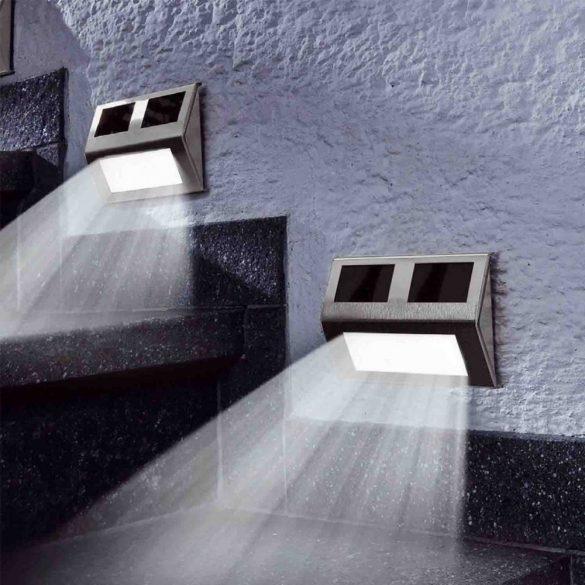 Falra szerelhető kültéri napelemes lámpa
