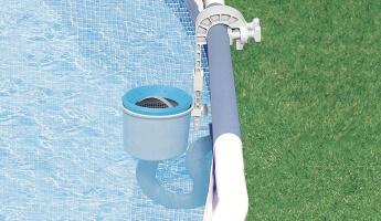 A medence szkimmer működése és előnyei